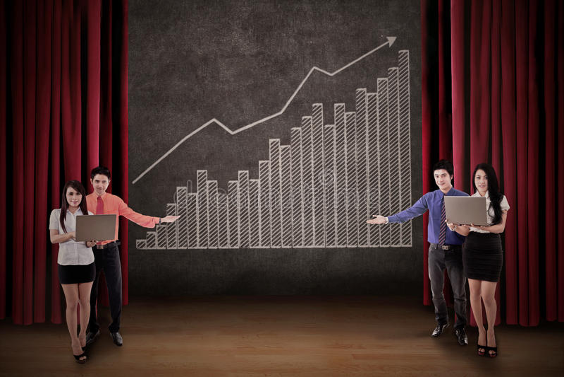 Van de commerciële grafiek team de onderhavige winst op stadium royalty-vrije illustratie