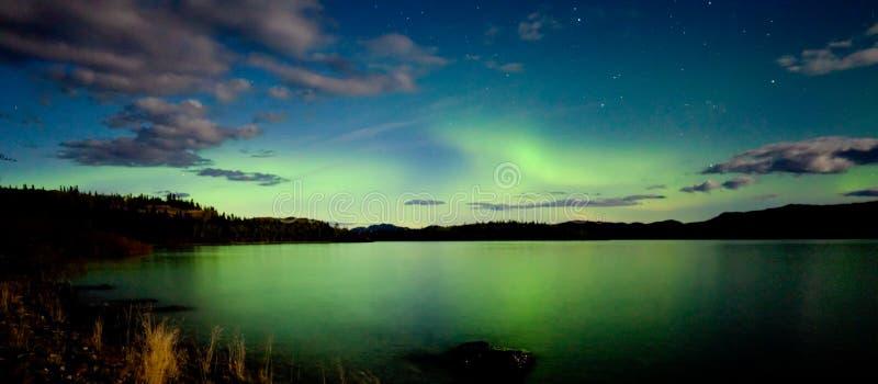 Van de dageraad borealis (Noordelijke lichten) vertoning stock afbeeldingen