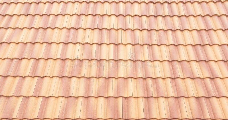 Van de daktegels en hemel zonlicht Het concept van dakwerkcontractanten het Installeren vector illustratie