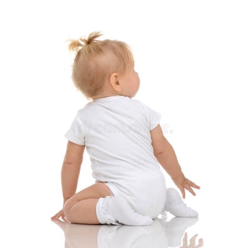 Van de de babypeuter van het zuigelingskind de zittings achteruit rug wiev en lookin stock foto's