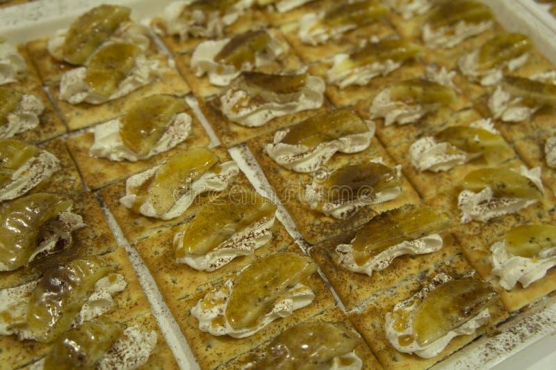 Van de de chef-kokkok van de kaascocktail canape de handconcept royalty-vrije stock afbeeldingen