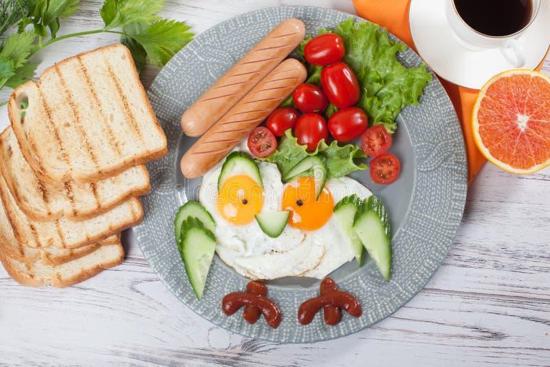 Van de de eierenuil van het kinderen` s ontbijt Leuk gebraden de pretbeeld van voedsel royalty-vrije stock afbeeldingen