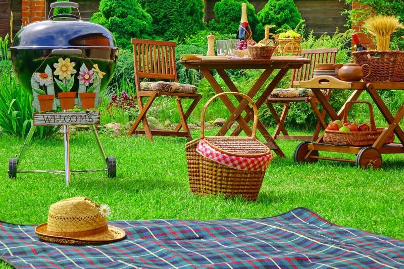 Van de de Familiepartij van de de zomerbarbecue de Scèneconcept met Tekenonthaal royalty-vrije stock foto