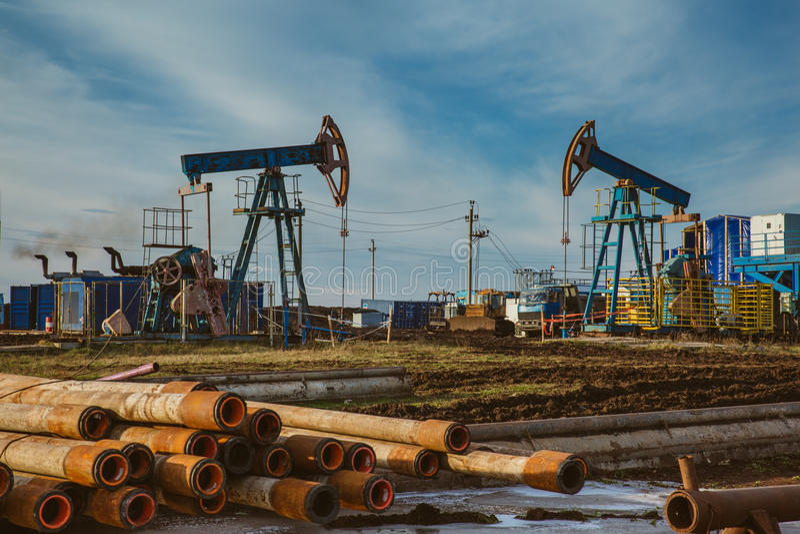 Van de de installatieenergie van de oliepomp de industriële machine voor aardolie stock afbeeldingen