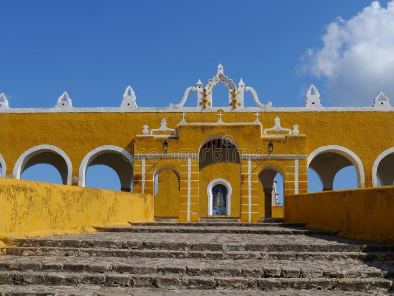 Van de de kerk geel Stad van Izamalmexico Yucatan het kloosterklooster stock fotografie