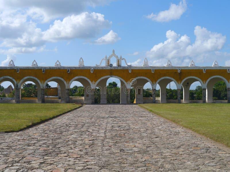 Van de de kerk geel Stad van Izamalmexico Yucatan het kloosterklooster royalty-vrije stock afbeelding