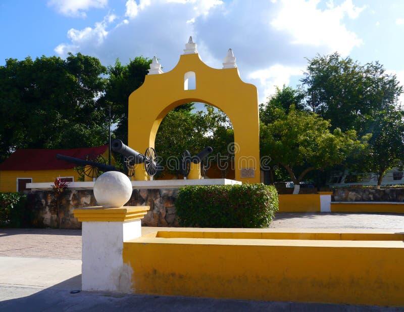 Van de de kerk geel Stad van Izamalmexico Yucatan het kloosterklooster stock afbeeldingen