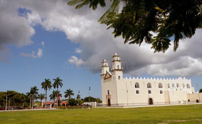 Van de de kerkkathedraal van Mexico de koloniale architectuur van Merida stock fotografie
