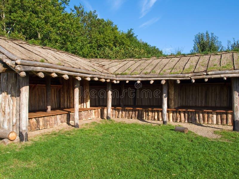 Van de de leeftijdsopslag van Viking het landbouwbedrijfhuis in een dorp royalty-vrije stock afbeelding