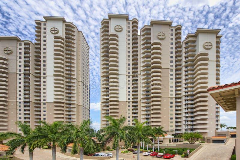 Van de de luxe hoge stijging van Florida het flatgebouw met koopflats bouwgroep royalty-vrije stock fotografie