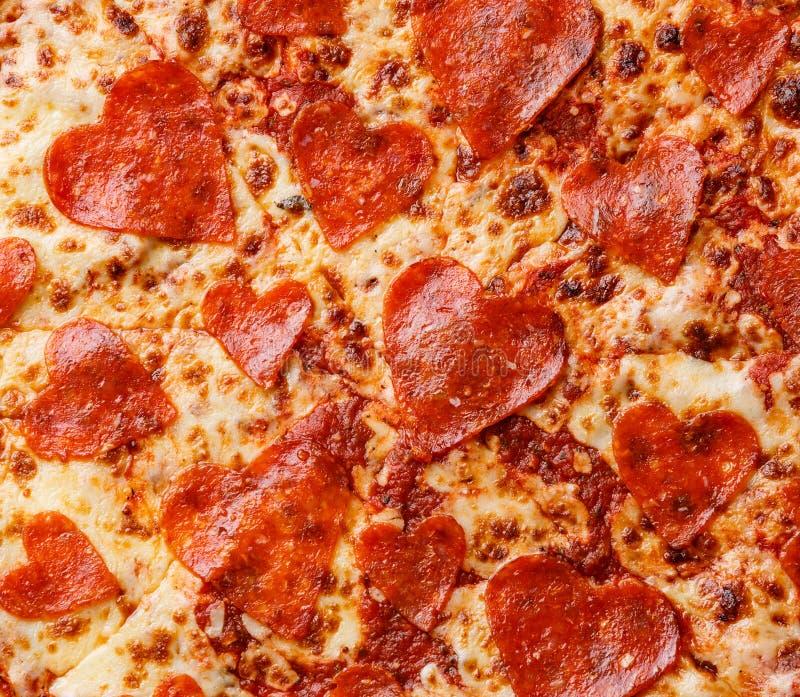 Van de de Pepperonispizza van de hartvorm dichte omhooggaand royalty-vrije stock foto's