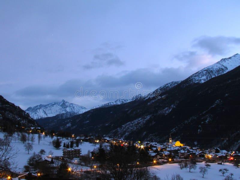 Van de de sneeuwwinter van bergenalpen van het de zonsondergangpanorama La Salle stock afbeeldingen