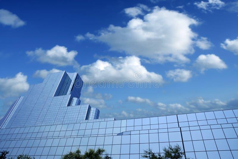 Van de de stadsspiegel van Dallas de de wolkenkrabbergebouwen van de binnenstad stock foto's