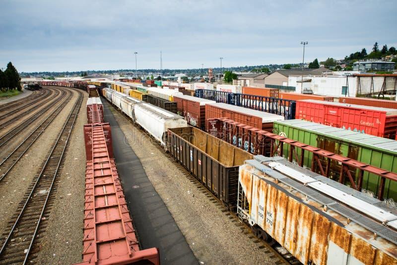 Van de de treinwerf van Seattle Interbay de doosauto's die op een lading wachten stock afbeelding