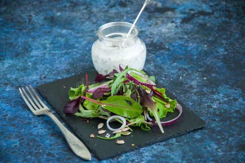 Van de de uipompoen van de lentekruiden de rode salade van het vlassesamzaden met spic stock afbeeldingen