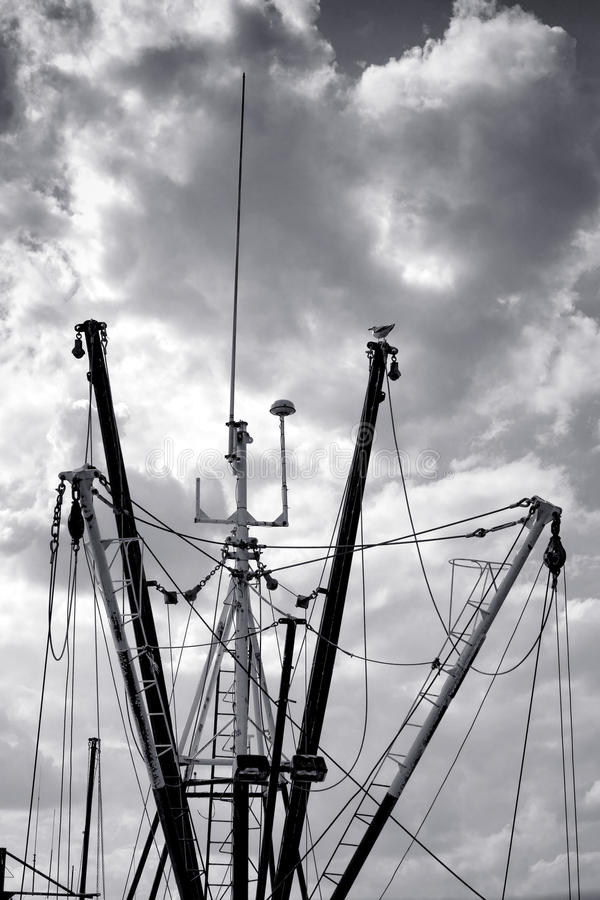 Van de de Vlootmast en Kraanbalk van het Vissersbootschip Bomen royalty-vrije stock afbeeldingen