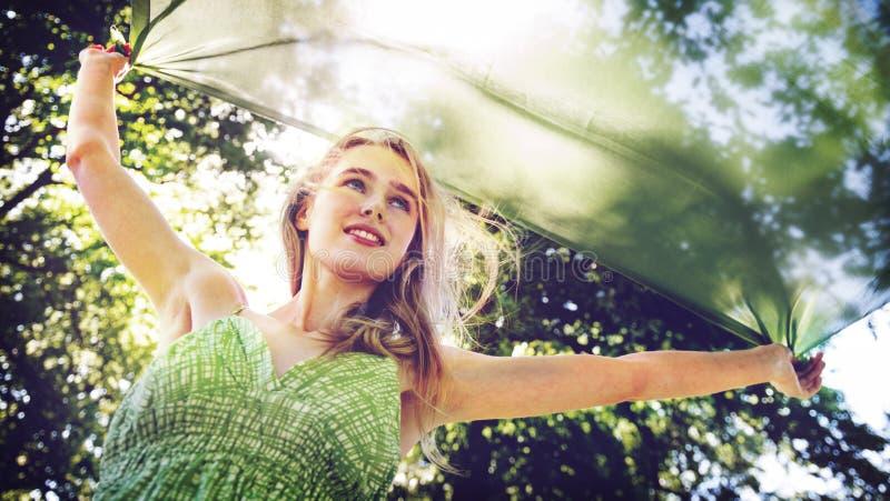 Van de de Vrijheids Onbezorgd Aard van het vrouwen Vrolijk Geluk het Parkconcept stock afbeelding