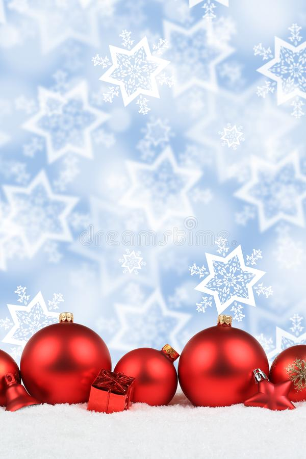 Van de de decoratiesneeuw van Kerstmisballen het rode formaat van het de sterrenportret backgr stock afbeeldingen