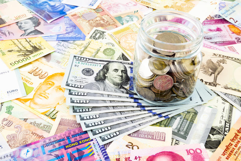 Download Van De Dollarbankbiljetten En Wereld Munt Stock Foto - Afbeelding bestaande uit cash, bank: 39118718