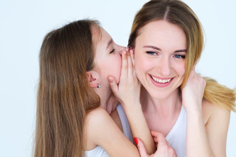 Van de de familieverhouding van de familieband geheim het gefluisteroor stock afbeelding