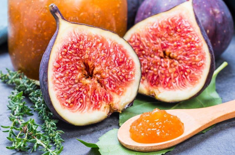 Van de fig.jam of marmelade domein en verse fig.vruchten stock afbeelding