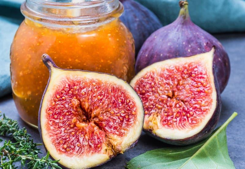 Van de fig.jam of marmelade domein en verse fig.vruchten royalty-vrije stock afbeeldingen