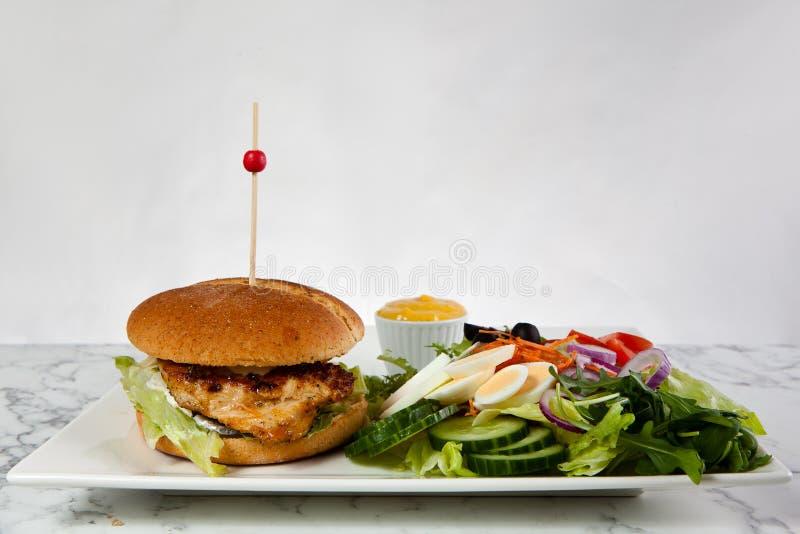 Van de de frietenui van de baconhamburger de saladetomatensaus royalty-vrije stock afbeeldingen