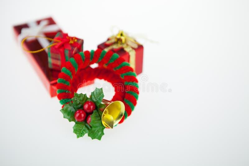 Van de giftdozen en decoratie geïsoleerde Kerstmisdag en Nieuwjaar royalty-vrije stock afbeelding
