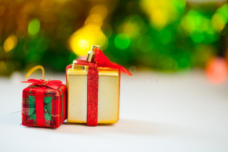 Van de giftdozen en decoratie geïsoleerde Kerstmisdag en Nieuwjaar stock afbeelding