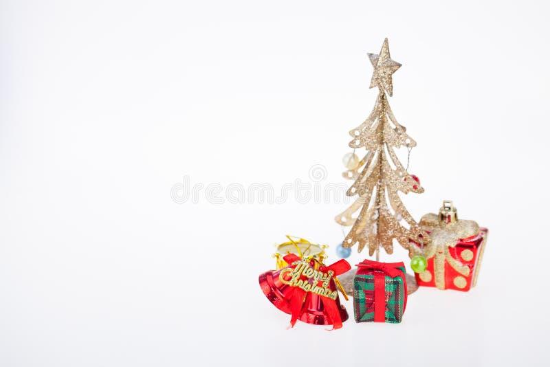 Van de giftdozen en decoratie geïsoleerde Kerstmisdag en Nieuwjaar ` s royalty-vrije stock afbeelding