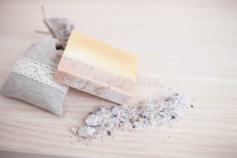 Van de Handmade spa de close-up olijfoliezeep Het organische zeep maken De zeep verspert close-up stock afbeelding