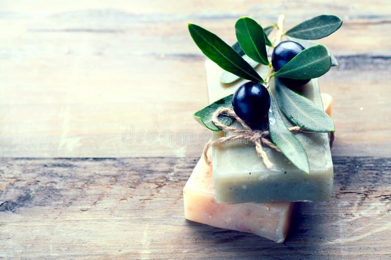 Van de Handmade spa de close-up olijfoliezeep Organische zeep stock afbeeldingen