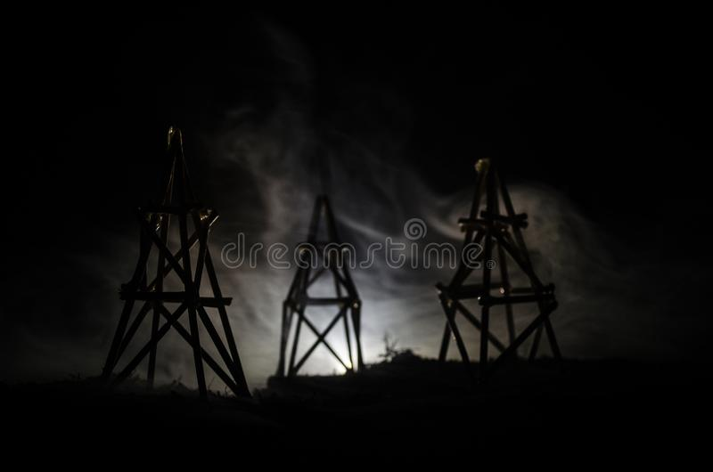 Van de het booreilandenergie van de oliepomp de industriële machine voor aardolie, Groepsboorplatforms en helder aangestoken indu stock foto's
