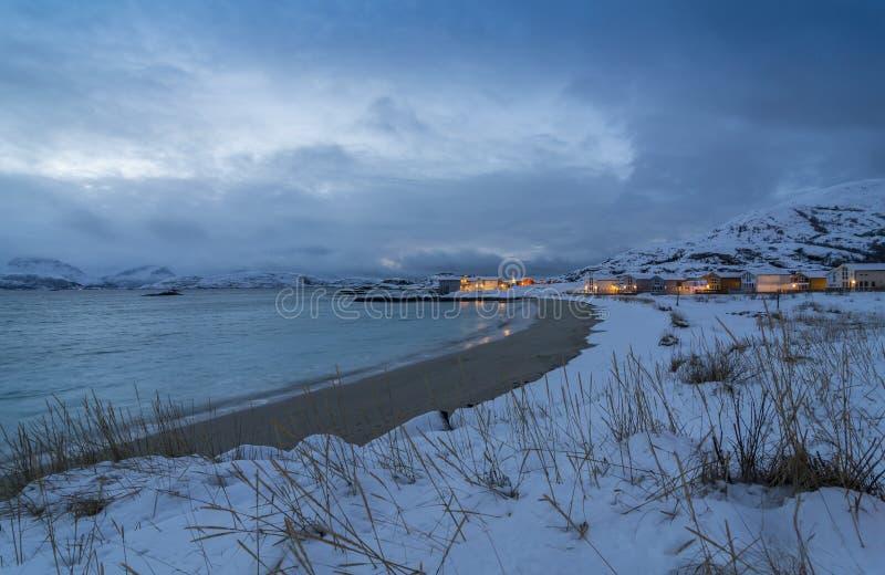 Van de het dorps de Atlantische kust van de Skipholmenvakantie wintertijd Noorwegen royalty-vrije stock foto