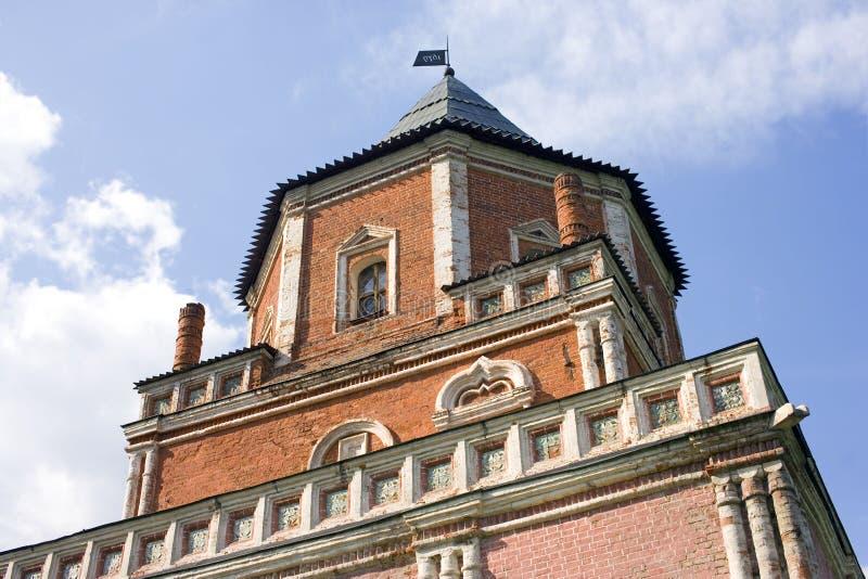Van de het eilandbrug van Moskou Izmailovsky de toren Koninklijke manor stock fotografie