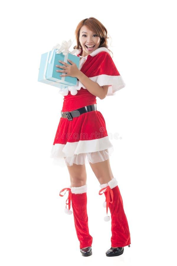 Van de het meisjesgreep van glimlach gelukkige Aziatische Kerstmis de giftdoos stock afbeeldingen