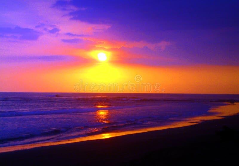 Van de het panorama oceaanzomer van het zonsondergangstrand de tijdvakantie royalty-vrije stock fotografie
