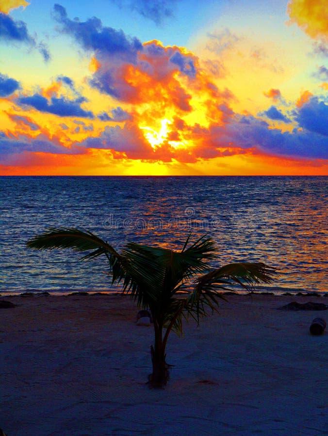Van de het panorama oceaanzomer van het zonsondergangstrand de tijdvakantie royalty-vrije stock afbeeldingen