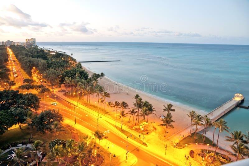 Van de het strandmening van Honolulu van Waikiki vroege de ochtendzonsopgang stock foto