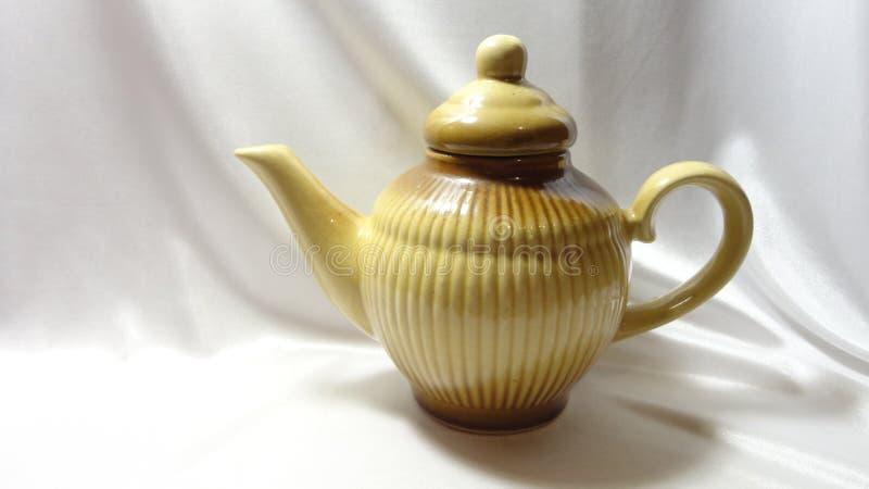Van de het theekransjekeuken van het theepotvaatwerk de uitstekende retro ceramische bruine witte klei stock afbeeldingen