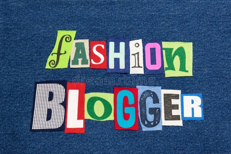 Van de het woordcollage van de MANIERblogger tekst de kleurrijke stof bij blauw denim, levensstijlbloggen en het blogging royalty-vrije stock foto