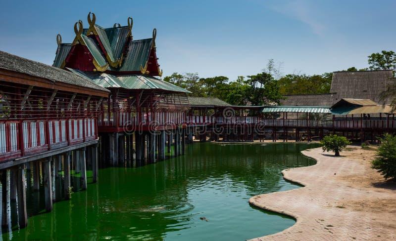 Van de het zoutwaterkrokodil van het krokodillandbouwbedrijf de vijver Samutprkarn Thailand - 2 stock foto