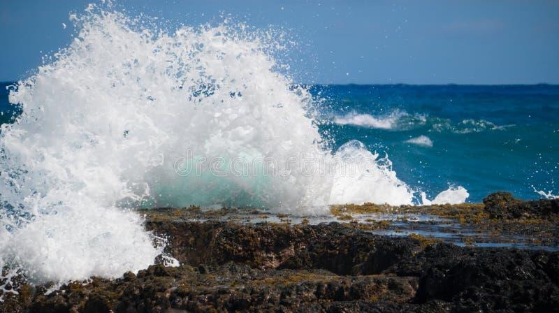 Van de het Zuidenkust van Oahu de Golfonderbreking royalty-vrije stock fotografie
