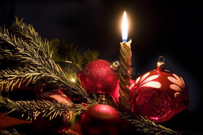 Van de kaars en Kerstmis-boom decoratie stock fotografie