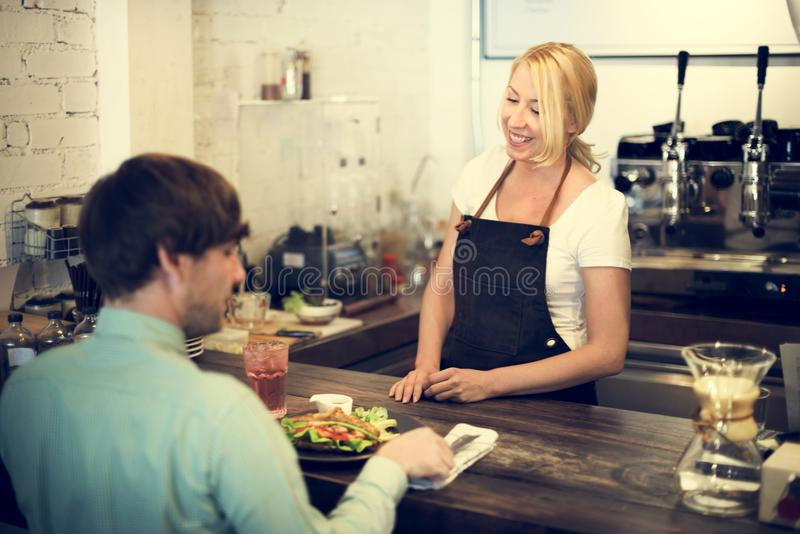 Van de Kelnersstaff serving cafeteria van de koffiekoffie de Schortconcept stock afbeelding