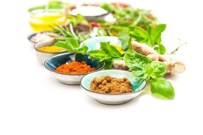 Van de de Kerriekurkuma van kruidenkruiden van de de gembernotemuskaat het poeder Gezonde organisch stock afbeelding