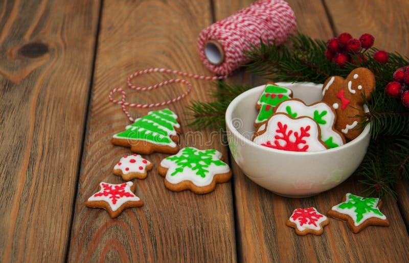 Van de Kerstmisgember en honing kleurrijke koekjes royalty-vrije stock fotografie