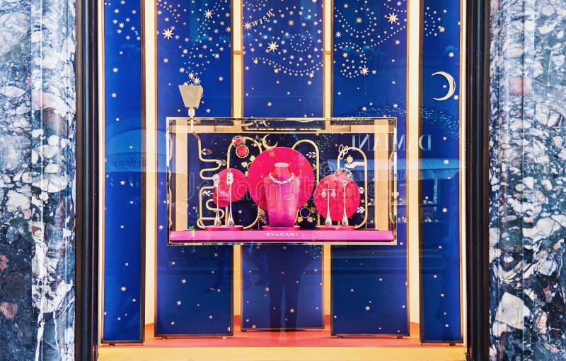 Van de Kerstmiswinkel van luxebvlgari het venstervertoning stock afbeeldingen