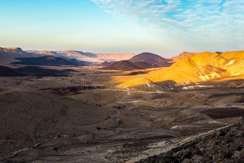 Van de de kraterwoestijn van Ramon het landschap van de de bergenwaaier, Negev, Israël stock foto's