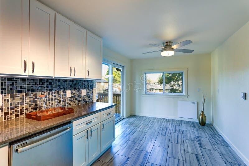 Van de l-vorm het ontwerp keukenruimte royalty-vrije stock foto